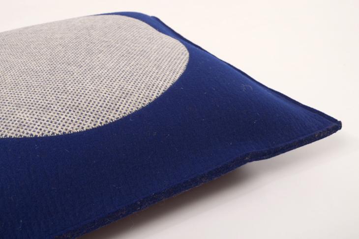 filzkissen 60 x 60 cm kreiseinsatz blau manufaktur. Black Bedroom Furniture Sets. Home Design Ideas