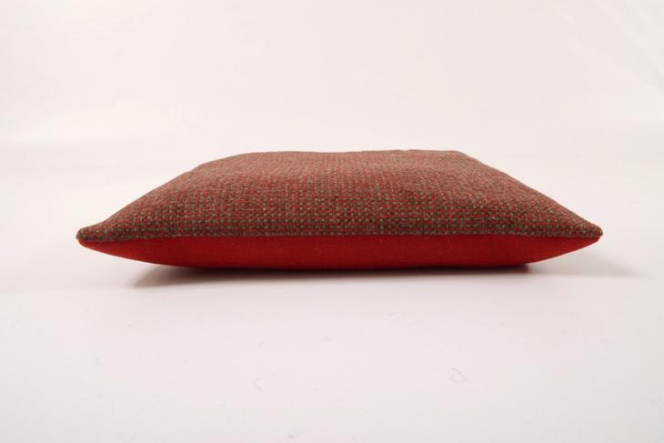 stoff filz kissen 40 x 40 cm rot dunkel manufaktur haslach. Black Bedroom Furniture Sets. Home Design Ideas
