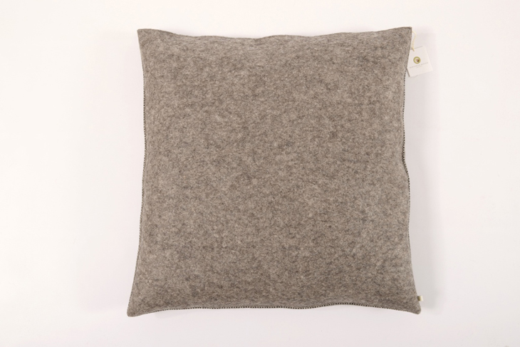 stoff filz kissen 60 x 60 cm grau dunkel manufaktur haslach. Black Bedroom Furniture Sets. Home Design Ideas